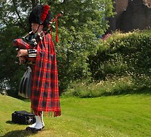 The Urquhart Piper by kalaryder