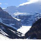 Snowy wall by zumi