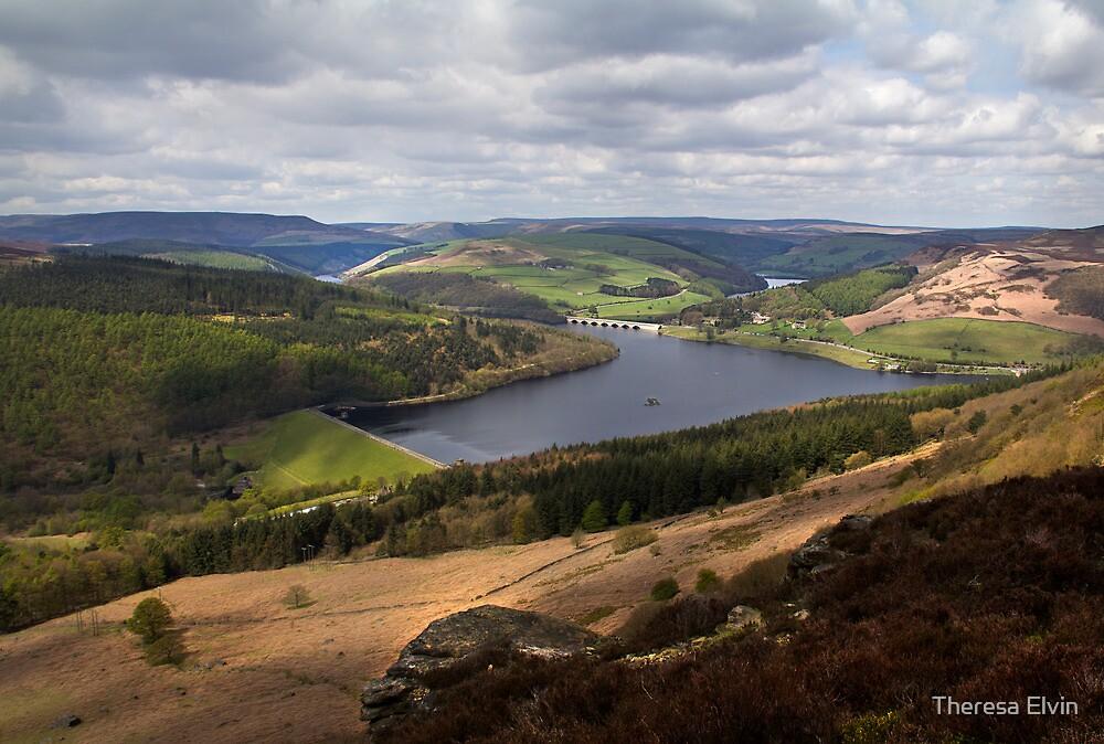 Ladybower Reservoir from Bamford Edge by Theresa Elvin