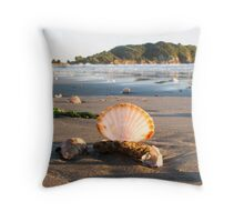scattered shells Throw Pillow