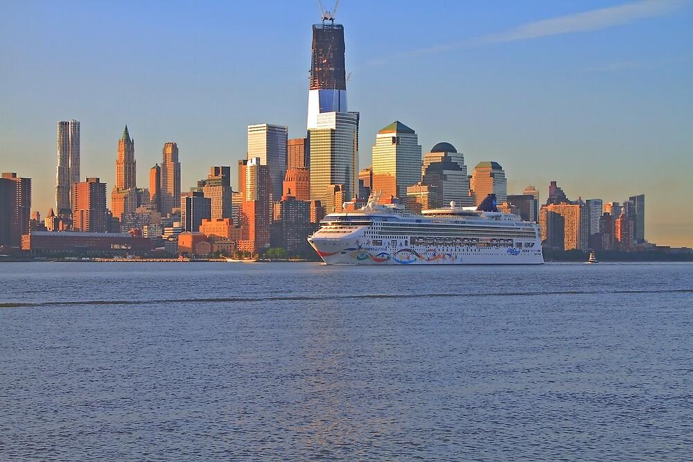 Cruise Ship Norwegian Star on the Hudson Rv. by pmarella