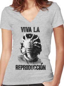 CHE-HUGGER Women's Fitted V-Neck T-Shirt
