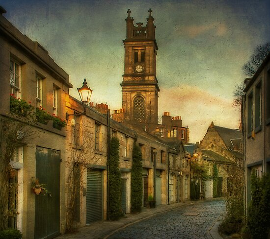Early Morning Edinburgh by Lois  Bryan