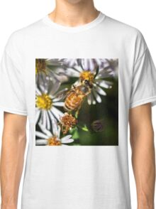 Bee at work Classic T-Shirt