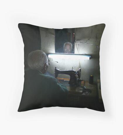 Don tibio Throw Pillow