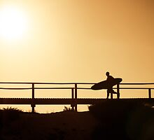 Surfer running to the beach by homydesign