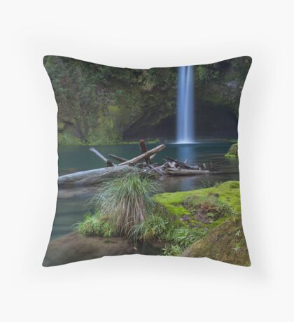Omanawa deadwood Throw Pillow