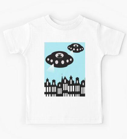 Aliens invading Amsterdam Kids Tee