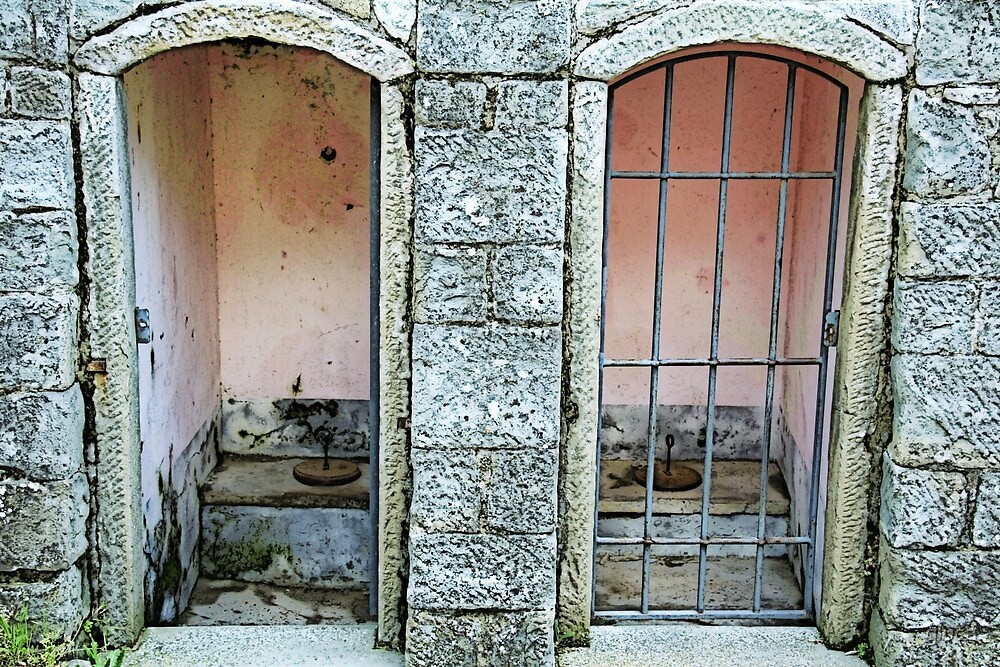 Old toilet in Lucolena - Toscana by gluca