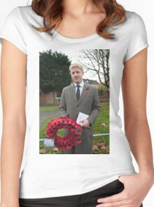 Jo Johnson MP lays a wreath on Orpington war memorial at a remembrance ceremony Women's Fitted Scoop T-Shirt