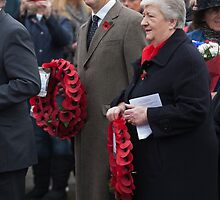 Jo Johnson MP lays a wreath on Orpington war memorial at a remembrance ceremony by Keith Larby