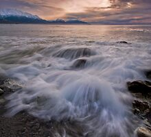 Kaikoura Fantail Wave by Ken Wright