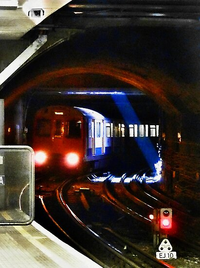 A Tube Train Arriving at Tower Hill Underground  by PictureNZ