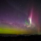 Aurora Australis with Proton Arc by Odille Esmonde-Morgan