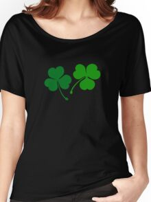 Happy emerald. Green trefoils pattern with coins Women's Relaxed Fit T-Shirt