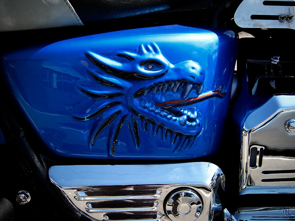 Harley's dragon gas tank by NafetsNuarb
