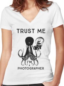 Trust me I'm a photographer Women's Fitted V-Neck T-Shirt