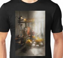Banker - Worth its weight in gold Unisex T-Shirt