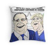 News options binaires en BD avec Merkel et Hollande sourient Throw Pillow