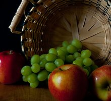 Green Grapes And Apples by Lee LaFontaine
