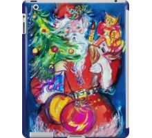 SANTA WITH CHRISTMAS TREE AND GIFTS iPad Case/Skin