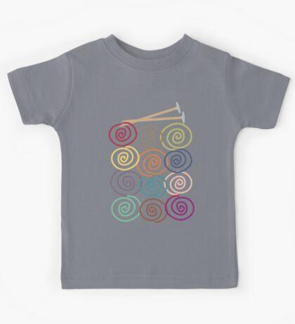 Colorful yarn balls with knitting needles Kids Tee