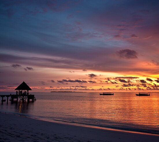 Glowing Maldives by Bruno Mesmin