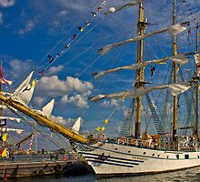 The Dewaruci and Cuauhtémoc by Lightengr