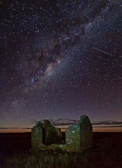 Galaxy above Gumbowie School Ruin by pablosvista2