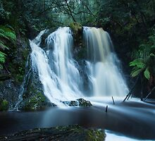 Hogarth Falls by Ian Stevenson