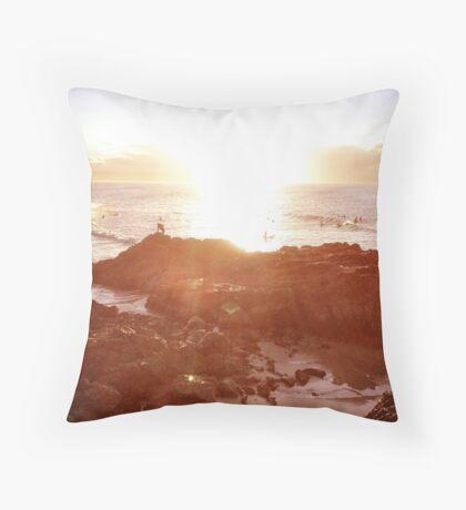 A falling Sunset, The Pass, Byron Bay Throw Pillow