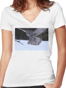 Great Grey Owl About to Land Women's Fitted V-Neck T-Shirt