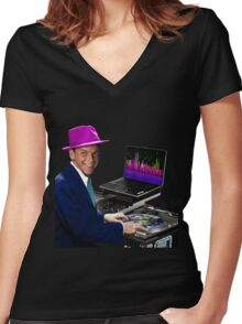 """DJ Frank Sinatra """"The Voice of the World"""" Women's Fitted V-Neck T-Shirt"""