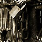 Chain and padlock. by DavidCucalon