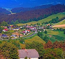 A farm, a valley and lots of panorama by Patrick Jobst