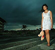 Walking alone... by Purnawan Taslim Hadi