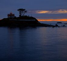 Battery Point Sundown by Dale Lockwood