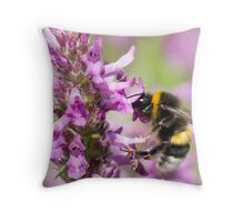 BUMBLE-BEE AT WORK Throw Pillow