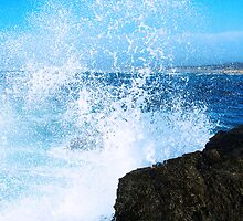 Crashing Waves by Shaneface