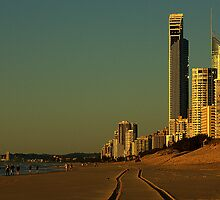 Surfers Paradise at 6am by myraj