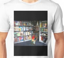 gnome reading book in library Unisex T-Shirt
