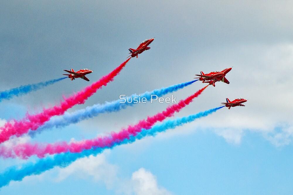 Synchronised Flying ~ Red Arrows by Susie Peek