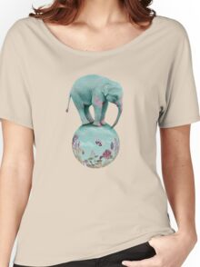 Mauve flowers on turquoise sky background Women's Relaxed Fit T-Shirt