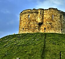 Cliffords Tower by hans p olsen