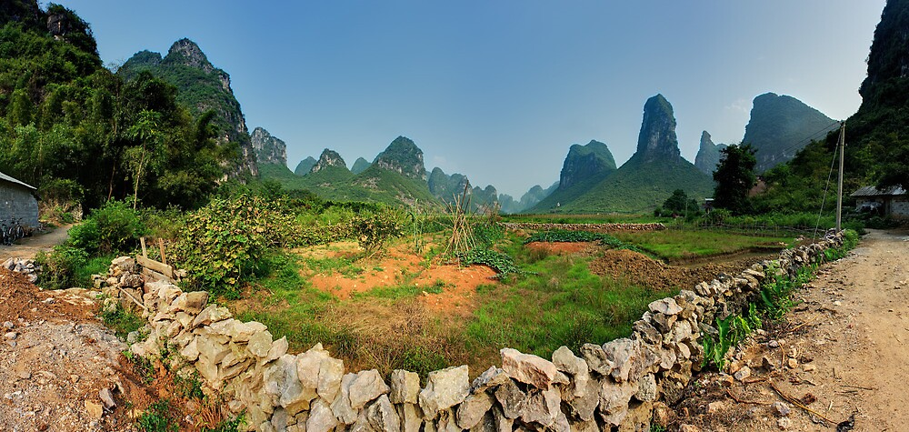 Peaceful valley near Yangshuo by Simon Bowen