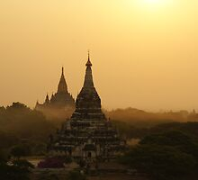 Old Bagan, Myanmar by PerkyBeans
