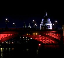 London at night - Red by edozollo