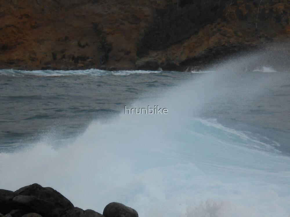 Crashing Waves by hrunbike