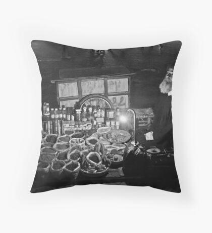 marrakech morocco Throw Pillow