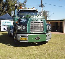 Mack ValueLiner 2MACK2 - Golden Oldies Truck Show by Joe Hupp